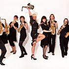 Saxophonistin Kathrin Eipert mit Saxophonensemble