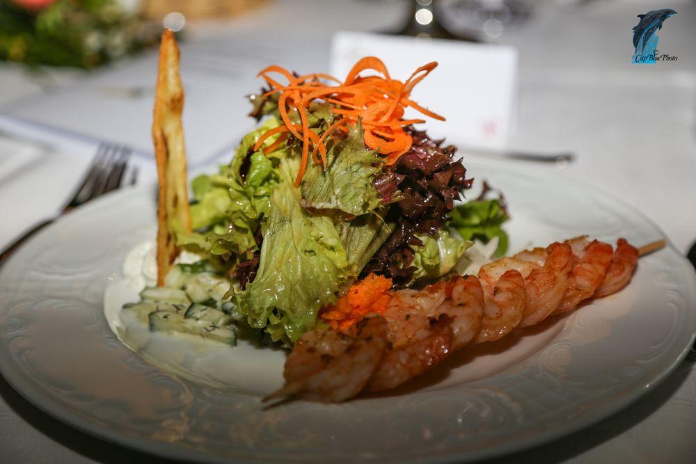 Scampispiess mit feiner Salatgarnitur