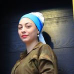 Scene da un Carnevale: La ragazza con l'orecchino di perla  di Jan Vermeer.