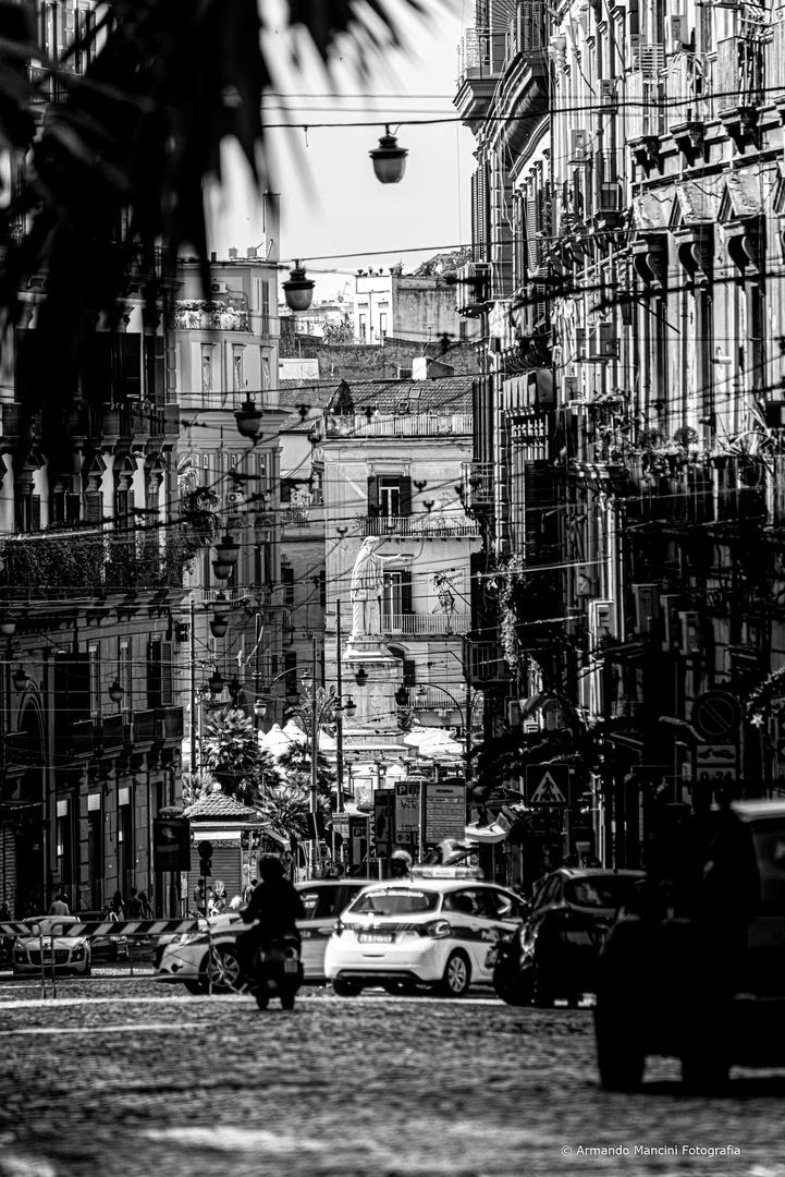 ...scennenne a piazza Dante...
