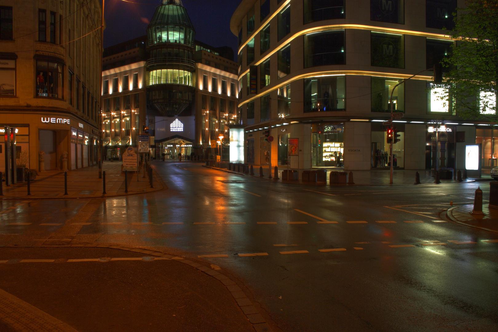 Schadow-Arkaden bei Nacht