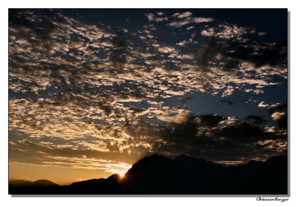 Schäfchenwolken am Abendhimmel