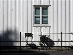 Schatten auf der Holzhauswand