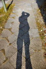 Schatten auf Gehweg