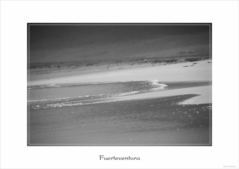 Schattenspiele am Strand von Cofete