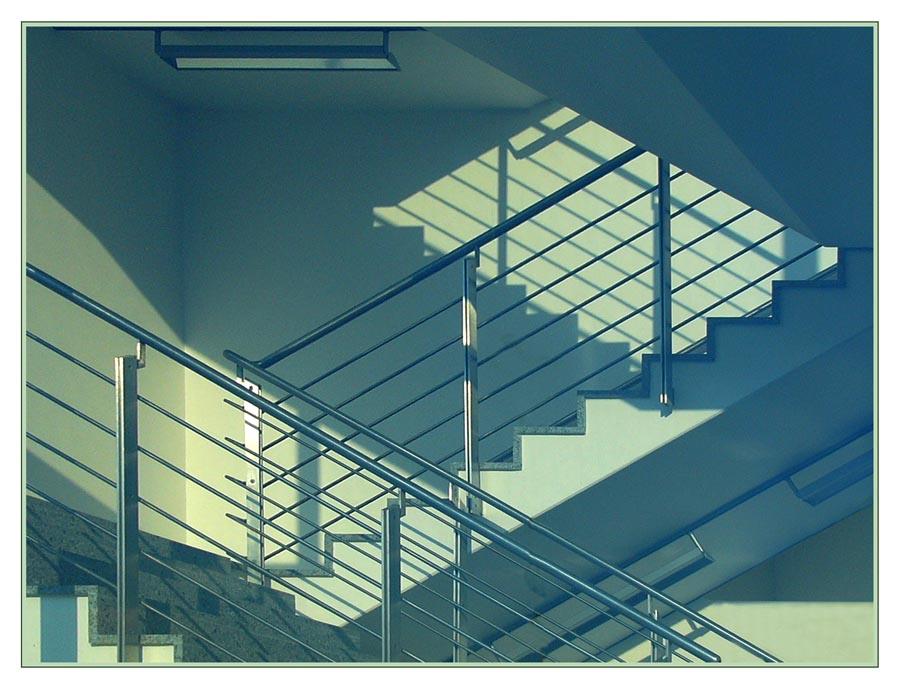 Schattenspiele im Treppenhaus