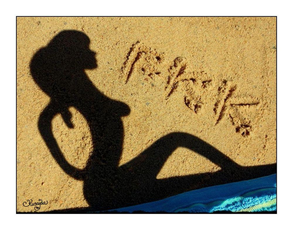 Schattenspielerei im Sand: FKK-Strand! Foto & Bild