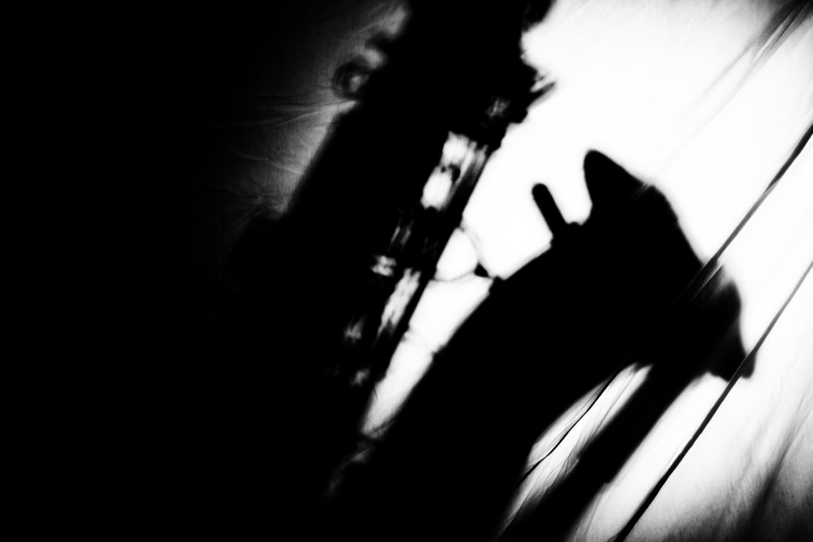 Schattenwurf auf Leinen
