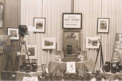 Schaufenster eines Fotogeschäftes im Jahr 1929