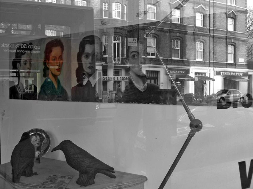 Schaufenster (mit Spiegelung) in South Kensington - London