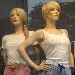 Schaufenster-Puppen brauchen keinen BH