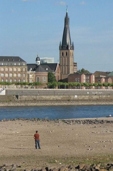 Schaut man von Oberkassel auf dein Rhein...