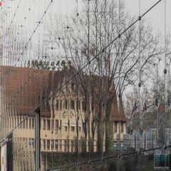 Scheibchenweise - Haus im Zerrspiegel