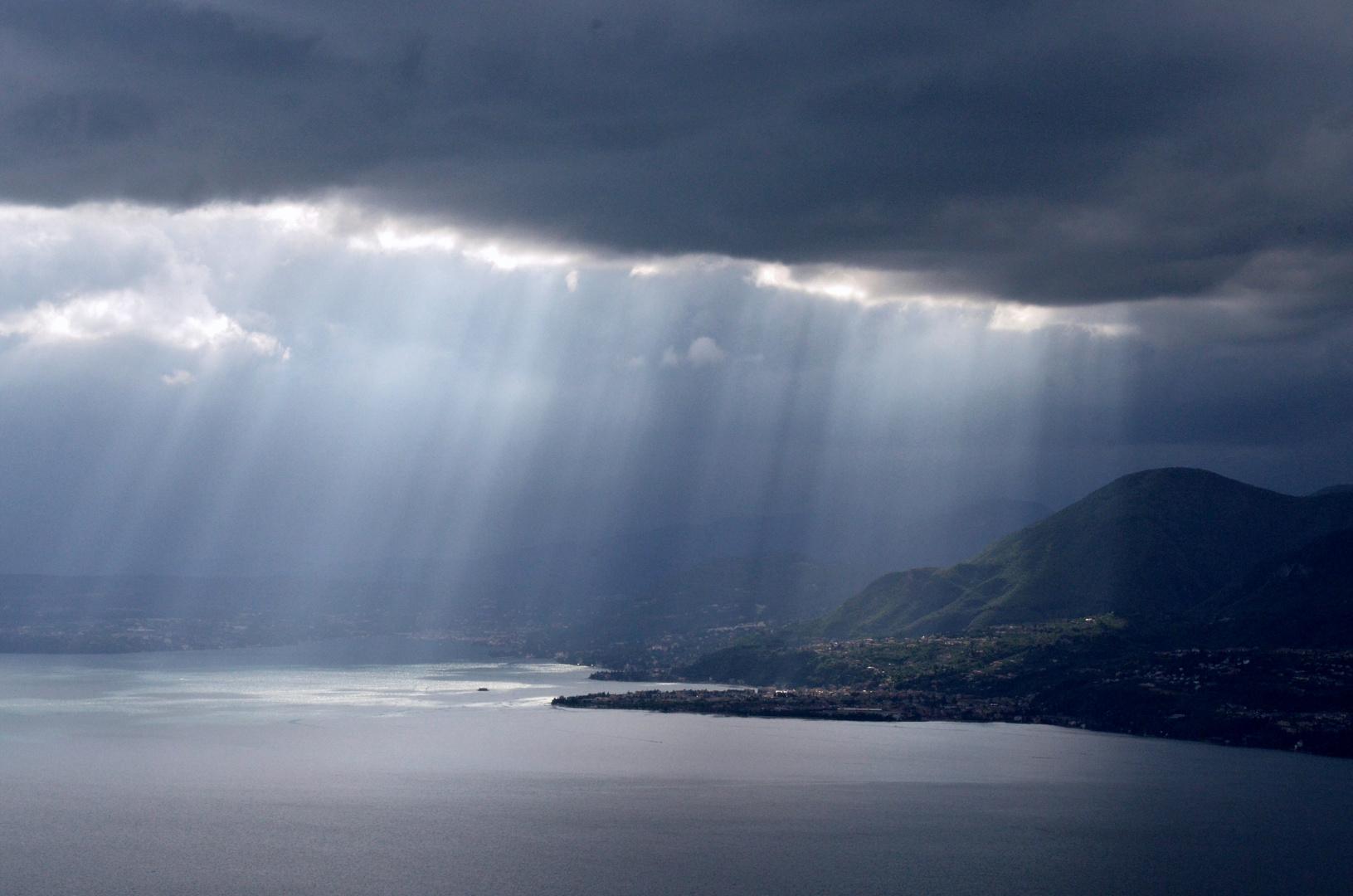 Scheinwerferlicht am lago di garda