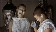 scherzende Mönche