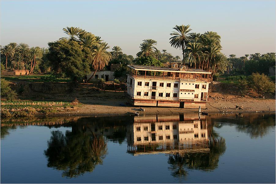 Schiefes Haus am Nil