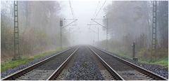 Schienen im Nebel