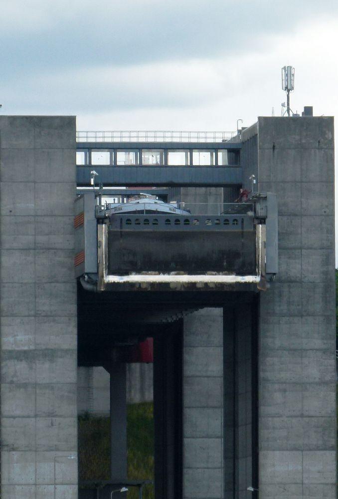 Schiff im Fahrstuhl:-))))