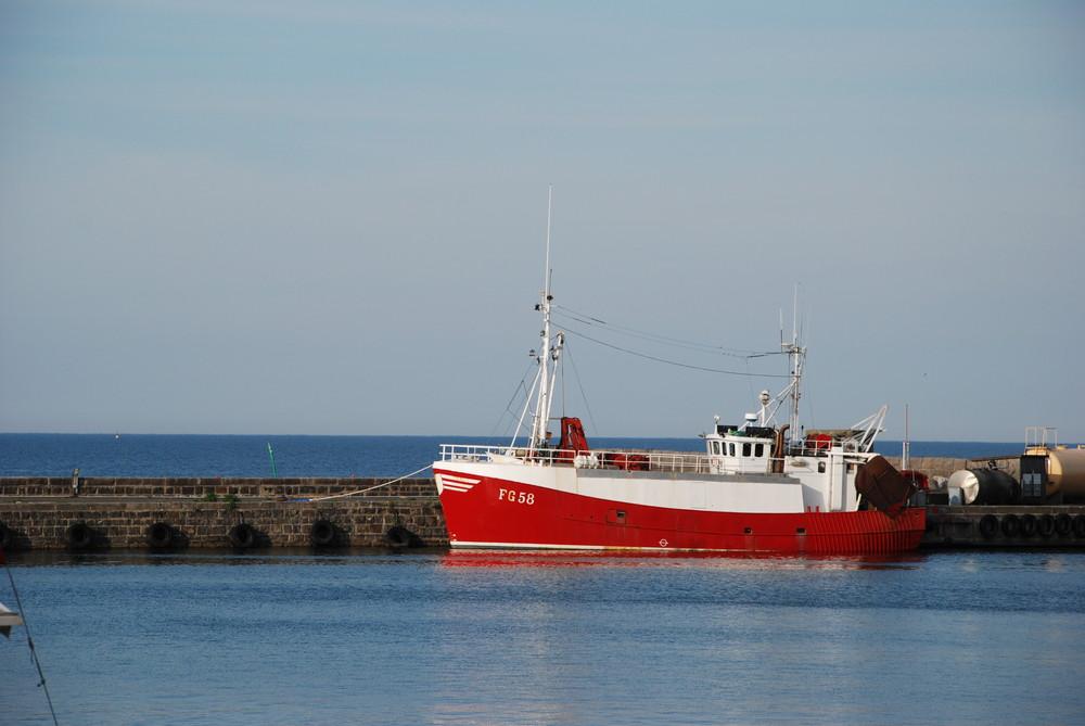 Schiff im Hafen Simrishamn