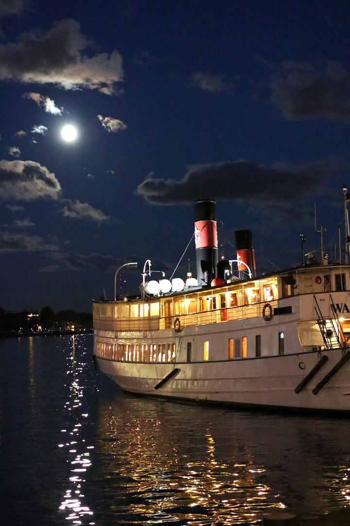 Schiff im Hafen Stockholms