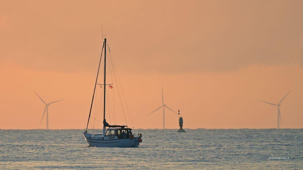 Schiff im Revier vor Helgoland
