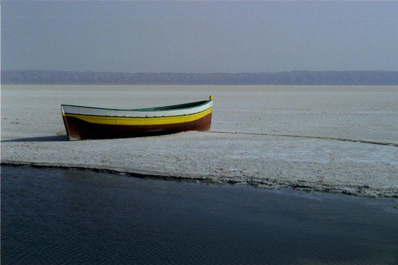 Schiff in der Tunesischen Salzwüste