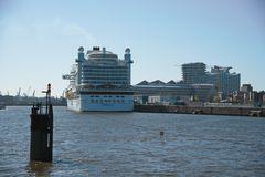 Schiff oder schwimmendes Hotel?