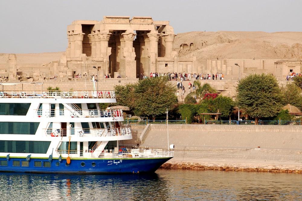 Schiff und Tempel
