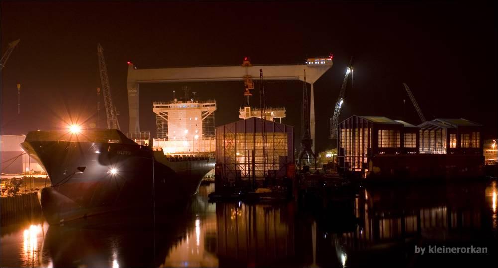 Schiffbau am Estesperrwerk ,Hamburg