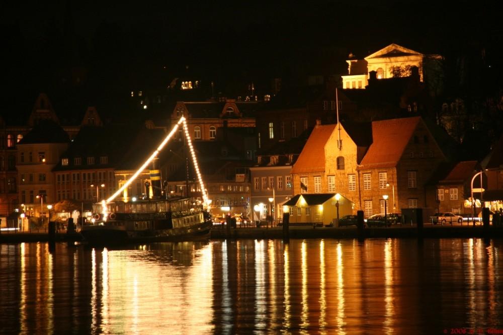 Schiffbr cke flensburg 001 foto bild architektur architektur bei nacht motive bilder auf - Architektur flensburg ...