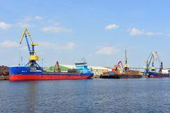 Schiffe im Seehafen Wismar