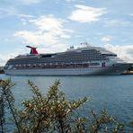 Schiffsneubau Carnival Splendor heute in Warnemünde