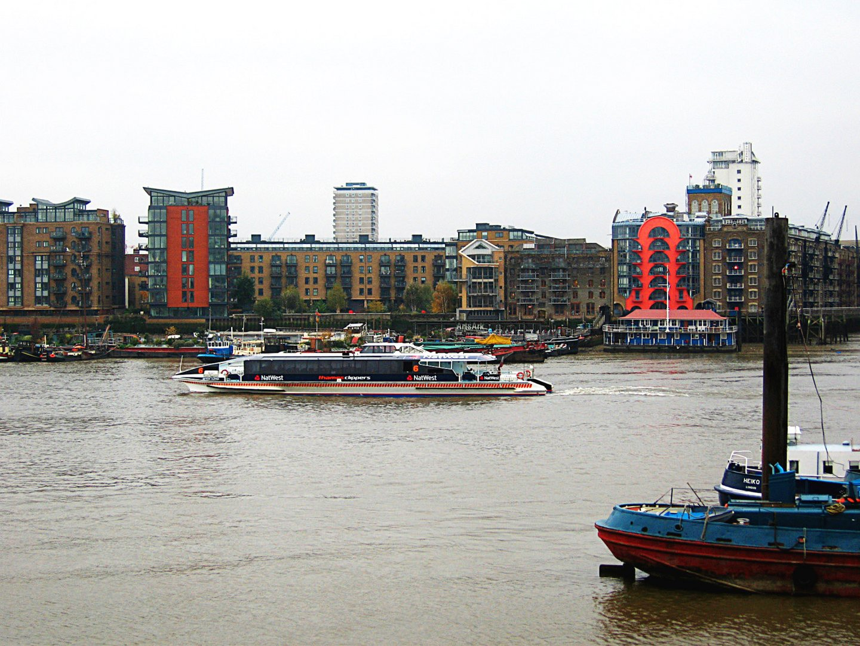 Schiffsverkehr auf der Themse