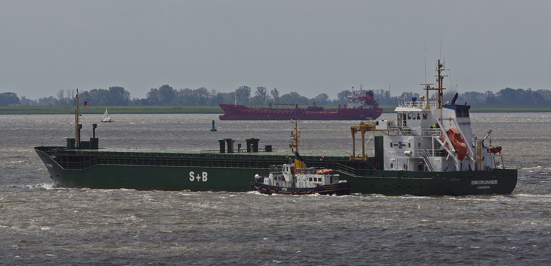 Schiffsverkehr auf der Weser
