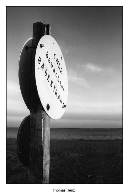 Schild am Meer
