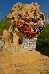 Schildwappen-Löwe an der Brücke des Dornumer Wasserschlosses