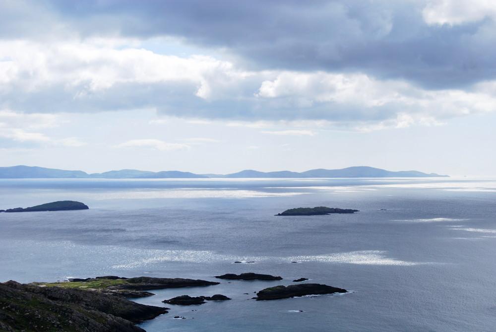 schimmernedes Meer in Irland