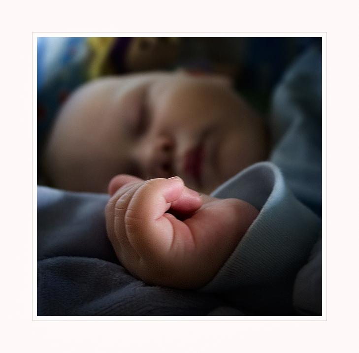Schlaf schön, kleines Händchen.