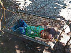 """ Schlafendes Kind in Schaukel "" , Ochando-New Washington - Aklan - Panay"