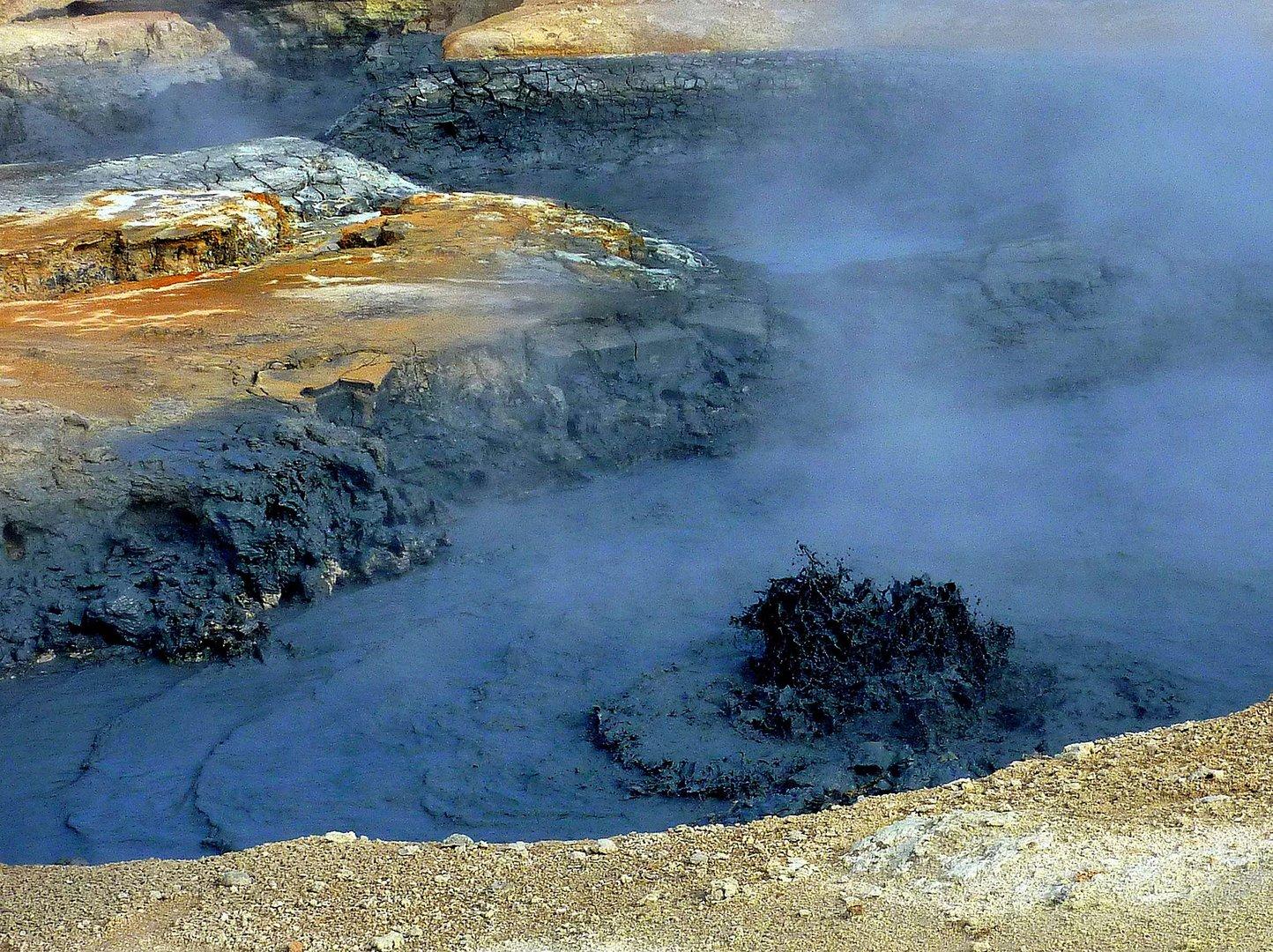 Schlammpfuhlen und Schwefelfelder auf Island 8