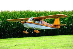 Schleppflugzeug beim Start