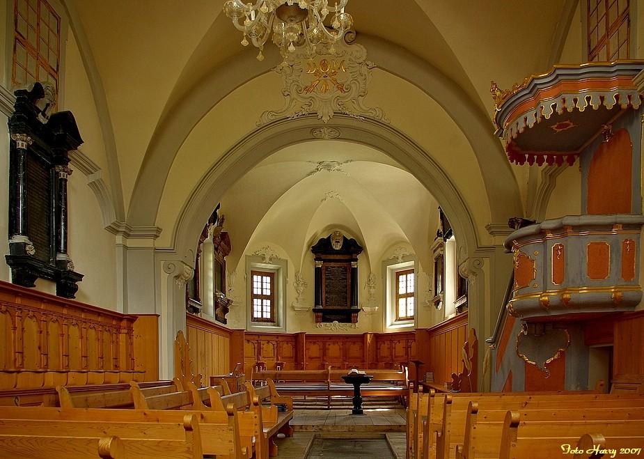 Schlicht aber schön,- Innenansicht der Kirche Soglio im Bergell. (CH)