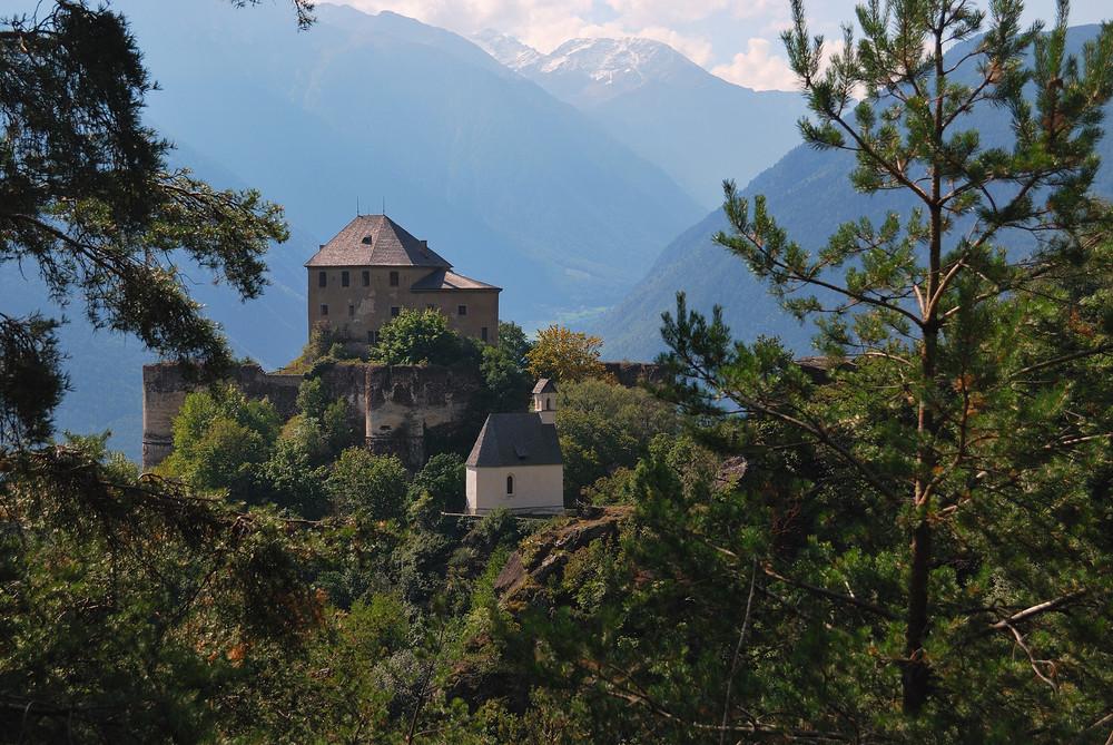 Schloss Annaberg oberhalb von Goldrain