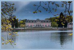 Schloss Benrath Schloss-Teich