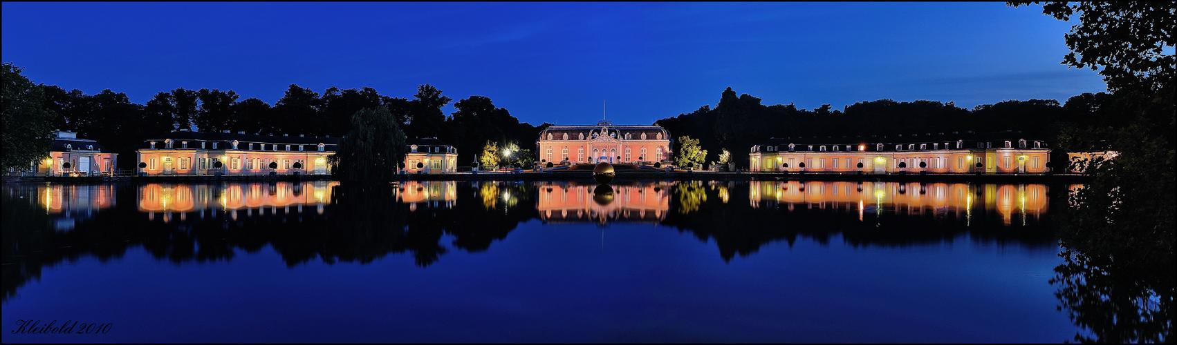 Schloss Benrath und die 'goldene Kugel' - Pano