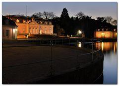 Schloss- Benrath von der Seite