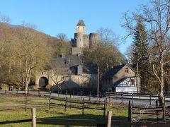 Schloss Bürresheim im Nettetal bei Mayen