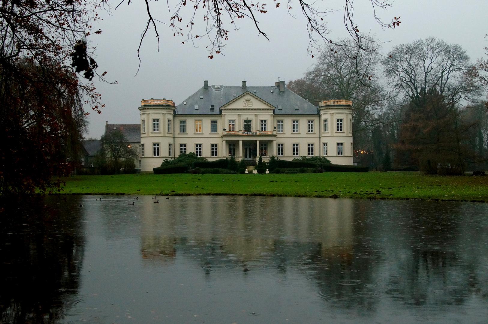 """Schloss Buldern zur """"Grauen Stunde""""."""
