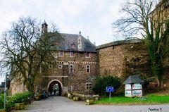 Schloss Burg an der Wuppert - Eingang in die Burganlage