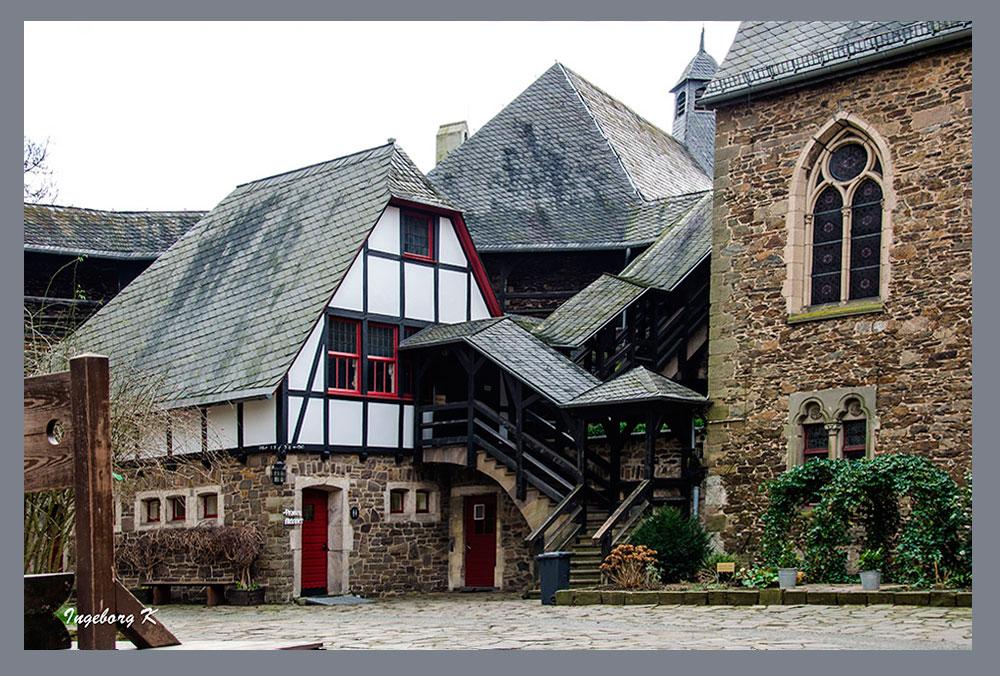 Schloss Burg - Burginnenhof - 1